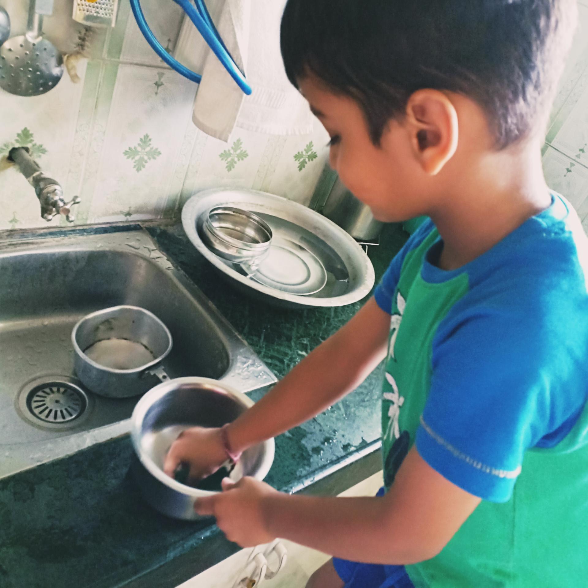 Kitchen chores – Ariel #Son-day Task